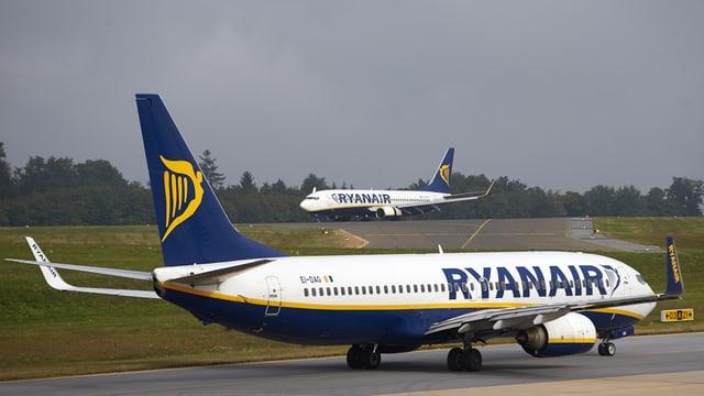 dus aviuns da la Ryanair.