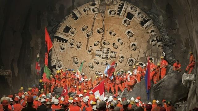 Tunnel dal Gottard a la festa da perfuraziun.