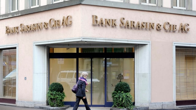 L'entrada da la filiala da la banca Sarasin