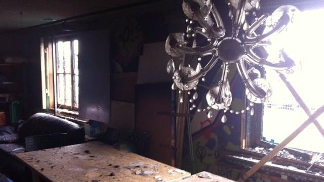 In der Villa Rosenau sind mehrere Räume verkohlt und verrusst.