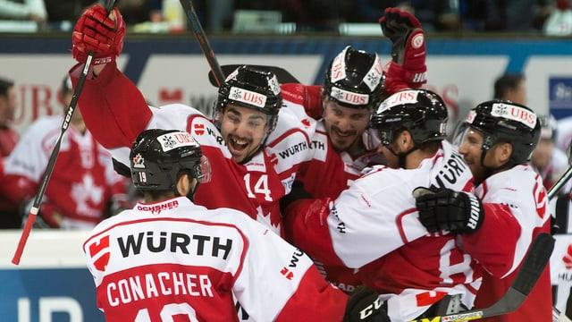 Grond plaschair tar ils giugaders dal Team Canada suenter la victoria.