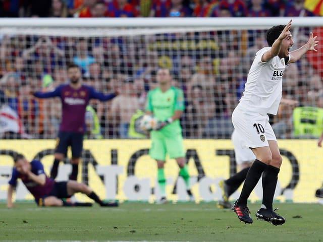 Valencias Captain Dani Parejo jubelt ausgiebig.