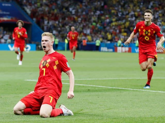 Jubelnde belgische Fussballspieler