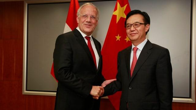 Johann Schneider-Ammann mit dem chinesischen Wirtschaftsminister.