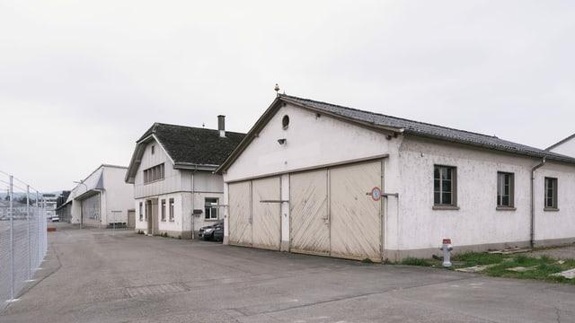Lagerhallen am Rand des ehemaligen Militärflugplatzes Dübendorf dienen Studenten als Forschungsräume.