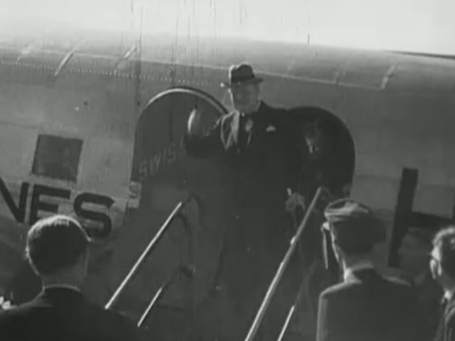 Churchill vor Flugzeug 1946.