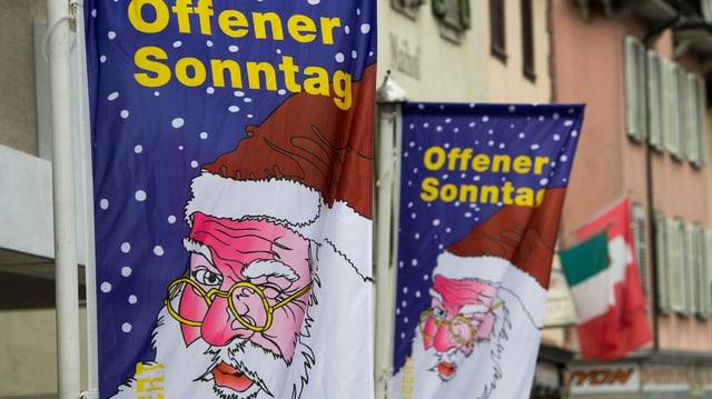 Weihnachtsverkauf in einer Gasse