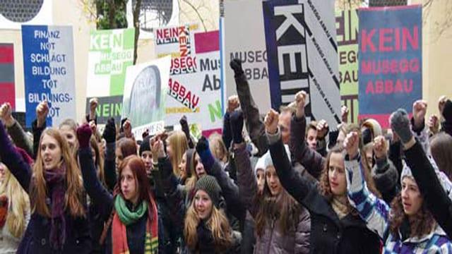 Demonstrierende Schüler.