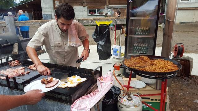 Il buffet chaud al brunch a San Jon