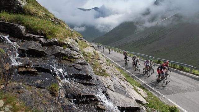 Ciclists tar ina da las cursas dal maraton da velo Engiadina.