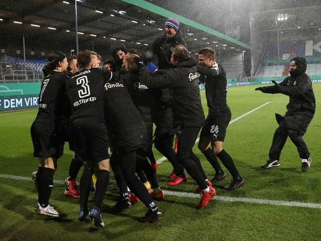 Holstein Kiel schmeisst Bayern sensationell aus dem Cup.