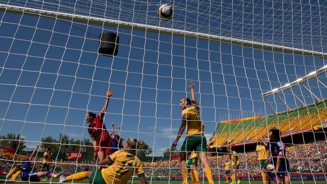 La Giapunaisa Mana Iwabuchi marca il gol decisiv, entant che giugadras da l'Australia recloman.