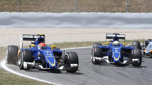 Das Sauber-Duo Felipe Nasr und Marcus Ericsson im Rennen in einer Kurve.