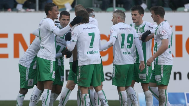 Die Spieler des FC St. Gallen nach dem Siegtreffer.