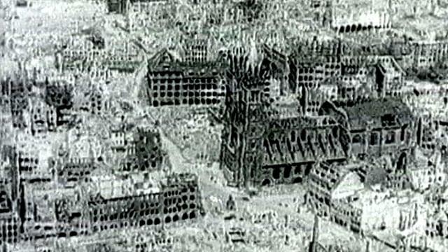 Luftbild der zerstörten Stadt Nürnberg.