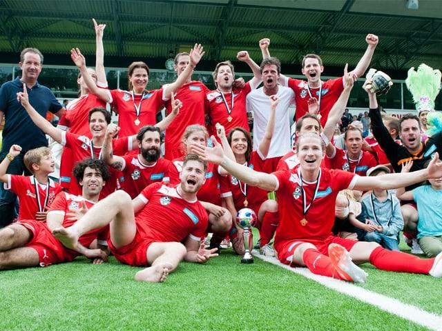 Nach Penaltyschiessen mit dem Sieg nach Hause gegangen: Das Promiteam Schweiz.