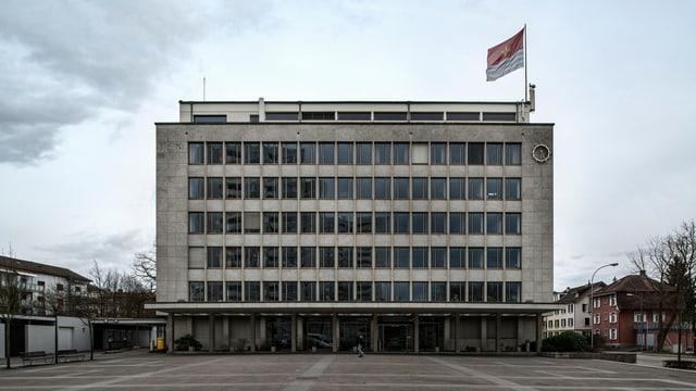 Blick auf das Rathaus von Wettingen