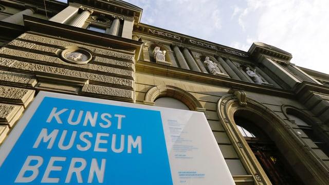 Das Kunstmuseum aus der Froschperspektive fotografiert.