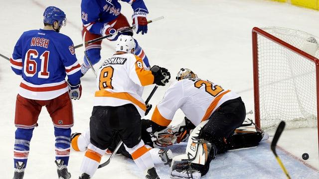 Flyers-Goalie Ray Emery musste sich zum Playoff-Auftakt viermal bezwingen lassen.