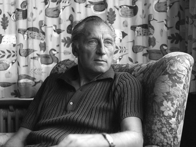 Hans Ruesch auf einem Sessel im Jahr 1967.