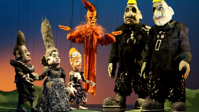 Sechs Marionetten der Augsburger Puppenkiste: Wotan, Fricka, Freia, Loge Fafner und Fasolt (v.l.n.r.).