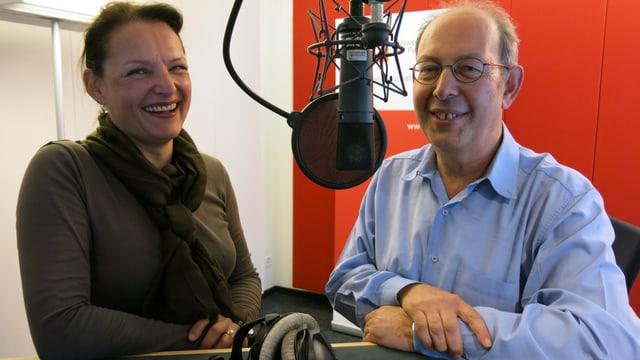 Schokoladenfachfrau Maren Gnädinger neben SRF-Redaktor Peter Bollag