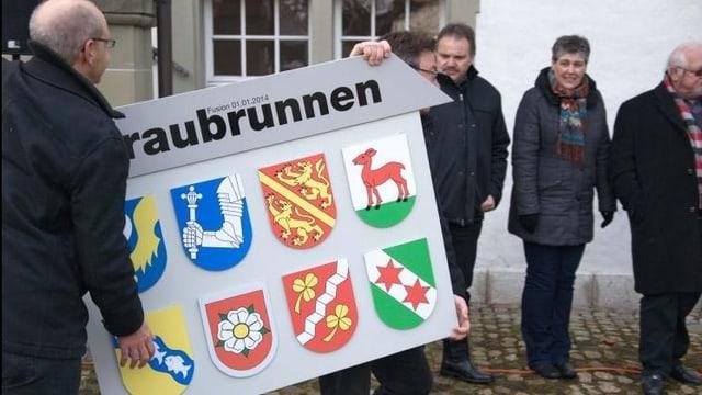 Tafel mit Gemeindewappen Fusionsgemeinde Fraubrunnen