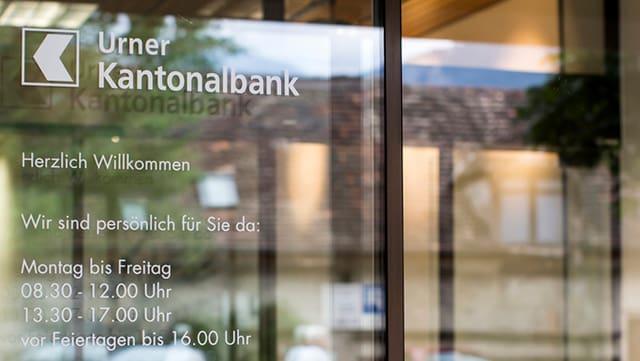 Die Eingangstüre der Urner Kantonalbank in Altdorf.