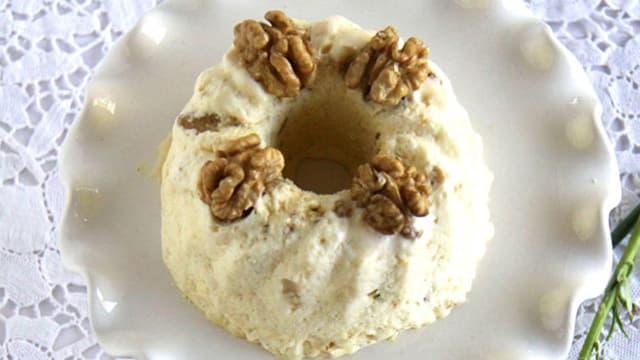Dessert: Vanilleparfait mit Zwetschgenkompott