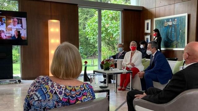 Aussenminister Cassis bei einer Videokonferenz mit Auslandschweizern in Thailand
