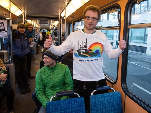 Marco Weber in einem Zürcher Tram.