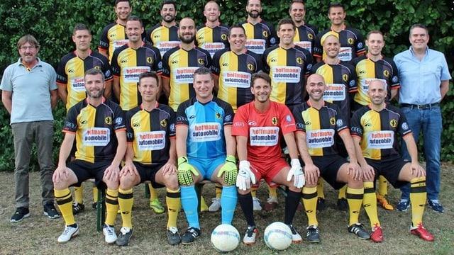 Die Mannschaft des SC Dornach mit Streller, huggel und Frei als Mannschaft