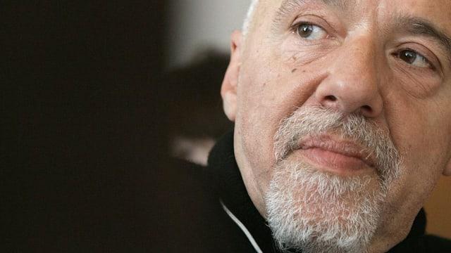 Ein Porträt von Paulo Coelho.