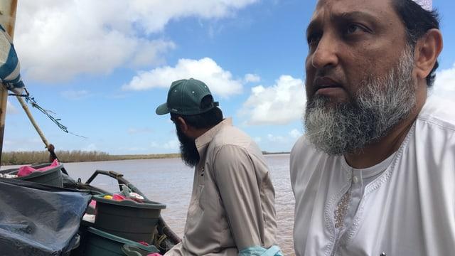 Muslime auf Boot mit Hilfsgüter.
