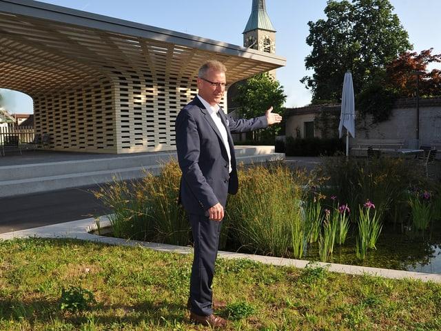 Heinz Tännler bei der Eröffnung des Stadtgartens in der Stadt Zug.