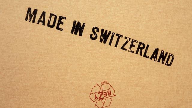 Kartonschachtel mit dem Aufdruck «Made in Switzerland».