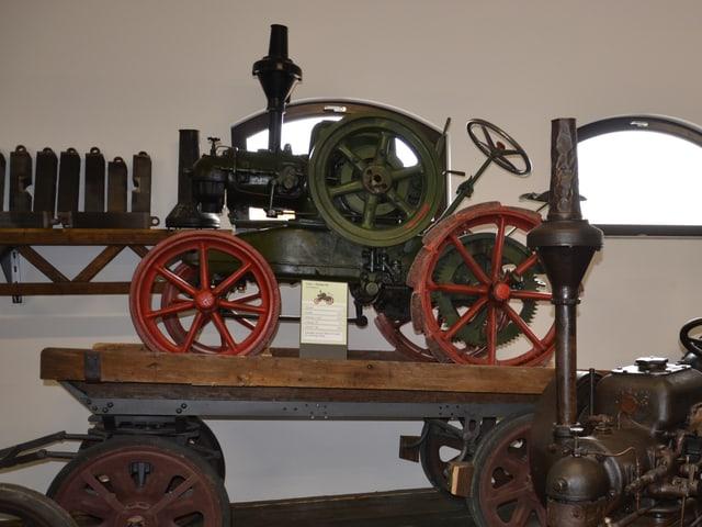 Der Traktor Lanz Balkan HL, Baujahr 1925, in einem Museum. Er gilt manchen Fachleuten als erster Diesel-Traktor der Welt.
