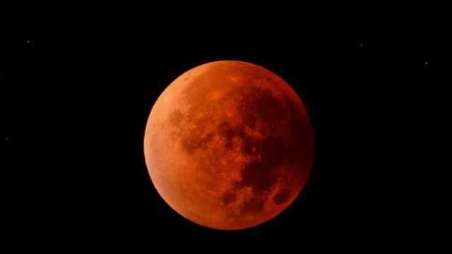 Der Mond war während der Mondfinsternis blutrot zu sehen.