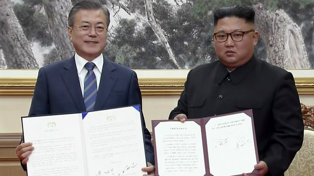 Südkoreas Präsident Moon Jae-in  und Nordkoreas Machthaber Kim Jong-un.