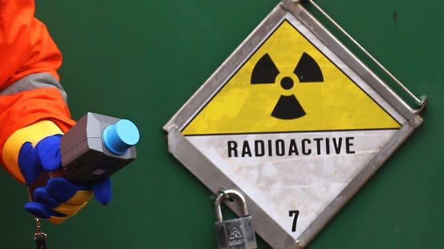 Ein Schild mit der Aufschrift «radioactive»