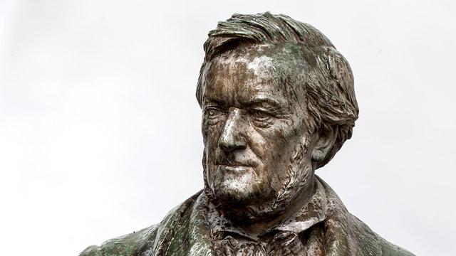 Eine Büste Richard Wagners.