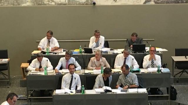 La regenza grischuna durant l'avertura da la sessiun da stad 2017.