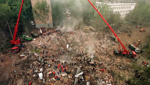 Ein zerstörtes Wohnhaus in Moskau (Bild aus dem Jahr 1999)