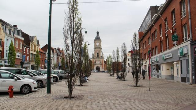 Il center da la citad da Lens cun la baselgia «Église saint-légere de Lens».