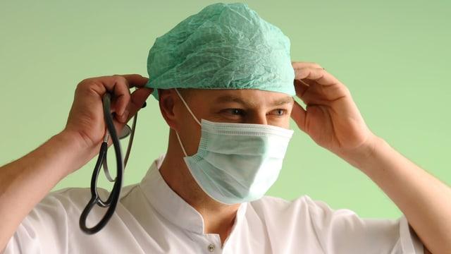 Arzt mit Mundschutz