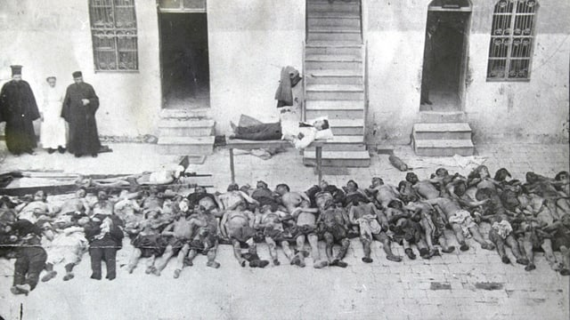 Atrocitads: Armens mazzads da l'Imperi osmanic en la citad siriana Aleppo l'onn 1915.