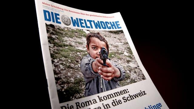 Titelbild der «Weltwoche»: Ein Roma-Kind zielt mit einer Pistole auf den Betrachter.
