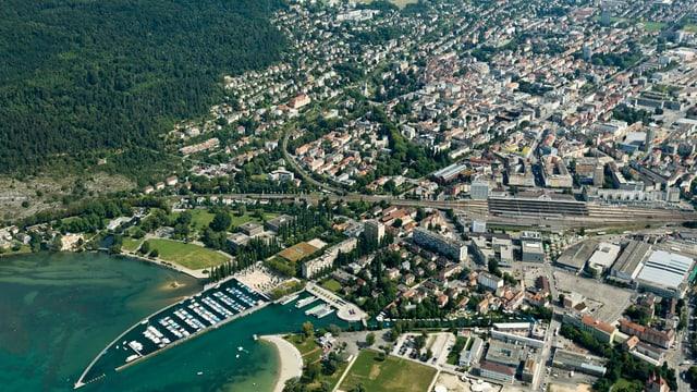 Flugaufnahme der Stadt Biel.