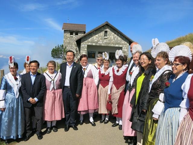 Die Trachtengruppe Arth-Goldau empfieng die Chinesische Delegation auf Rigi Kulm.