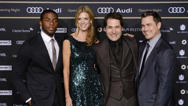 Regisseur Tate Taylor (ganz rechts) mit seinem «Get On Up»-Star Chadwick Boseman (links) 2014 am Zurich Film Festival.